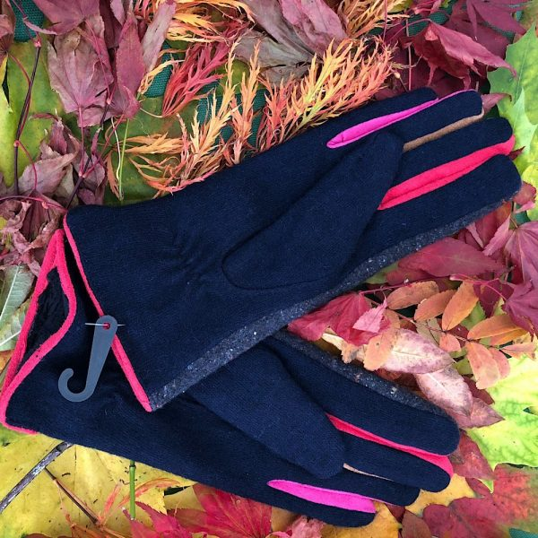 reverse of Navy tweed buttin gloves
