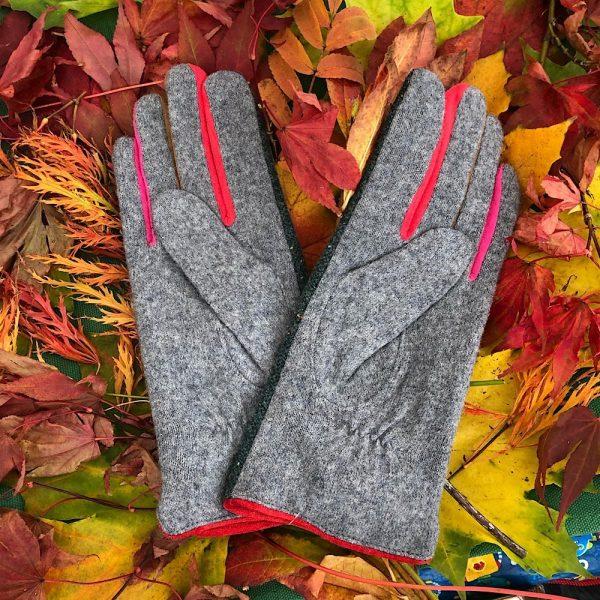 Reverse side stylish green tweed gloves