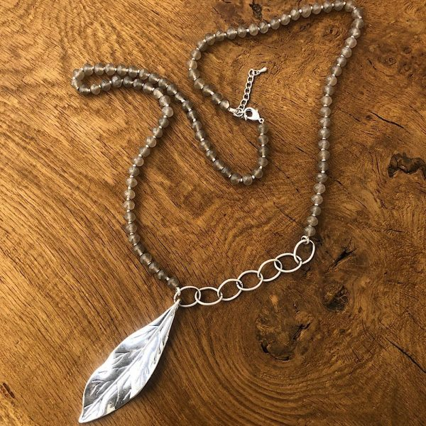 leaf grey green long necklace
