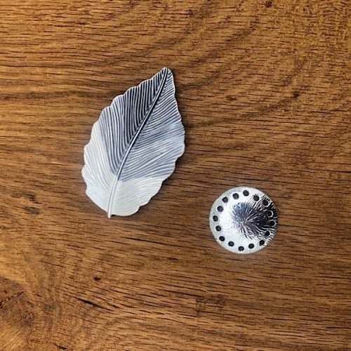 Grey and White Leaf Magnetic Brooch