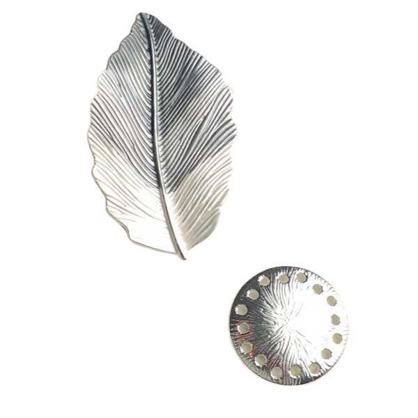 Grey leaf magnetic brooch