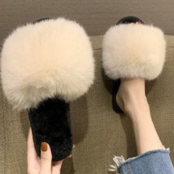 FLUFFY CREAM SLIPPERS